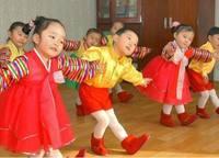 Хойд Солонгос дахь хүүхдүүдийн нүд хальтрам дүр гэрэл зургийн хальснаа