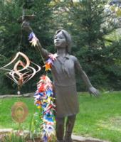 """""""Хирошимагийн охины цаасан шувуу"""" дуу буюу Сасаки Садако охины бодит түүх"""