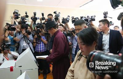 ФОТО: Ерөнхийлөгчид нэр дэвшигч С.Ганбаатар саналаа өглөө