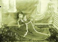 1920-1950 оны Иран бүсгүйчүүдийн пооз ийм байжээ