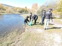 Соёлын ордны хамт олон Туул гол дагуух хогийг цэвэрлэв