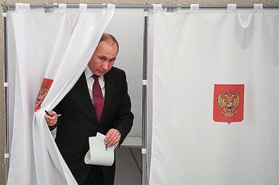 ОХУ-ын сонгууль: Владимир Путин болон бусад олны танил эрхмүүд саналаа өглөө /фото/