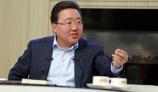 Ерөнхийлөгч асан Ц.Элбэгдорж Монгол Улсыг орхин гарлаа